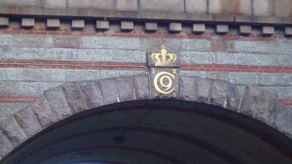 Chr. IX, monogram på bro