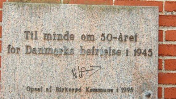 mindetavle for Danmarks befrielse 1945