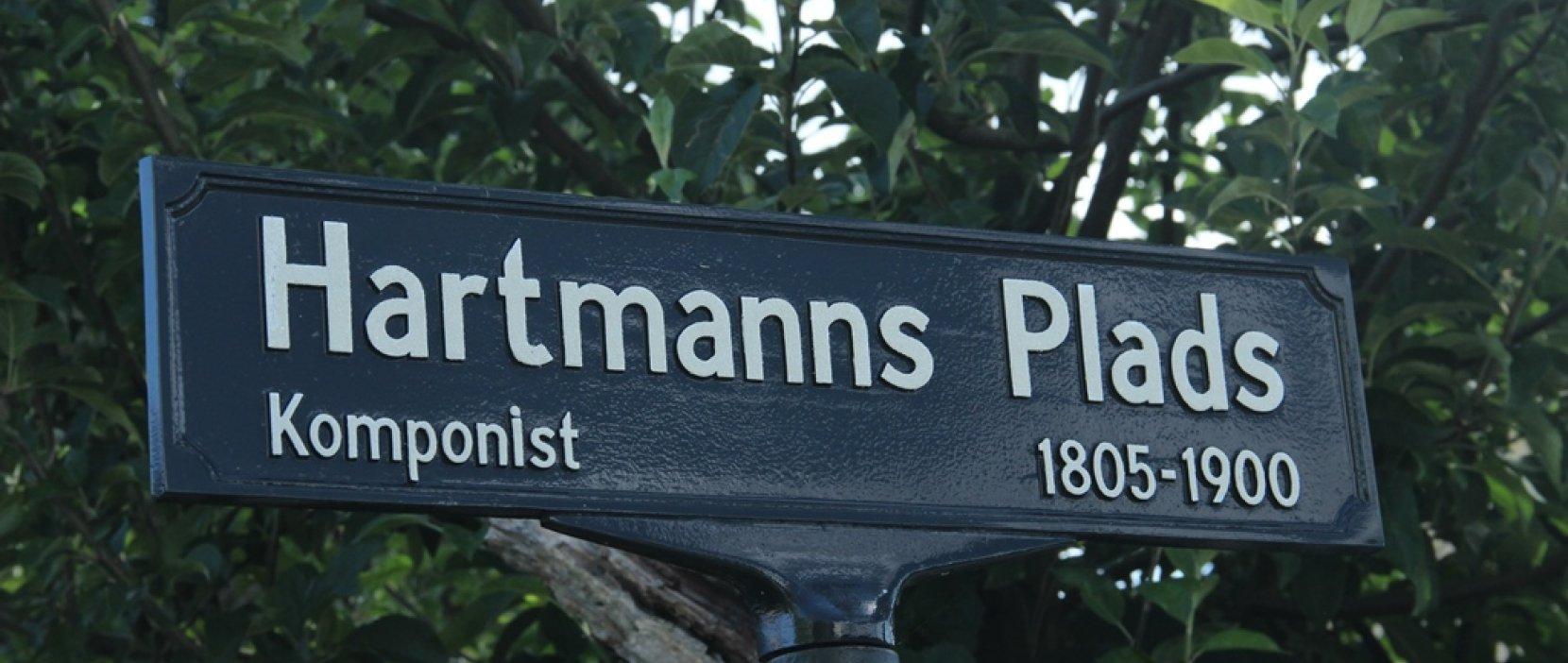 skilt med Hartmanns Plads