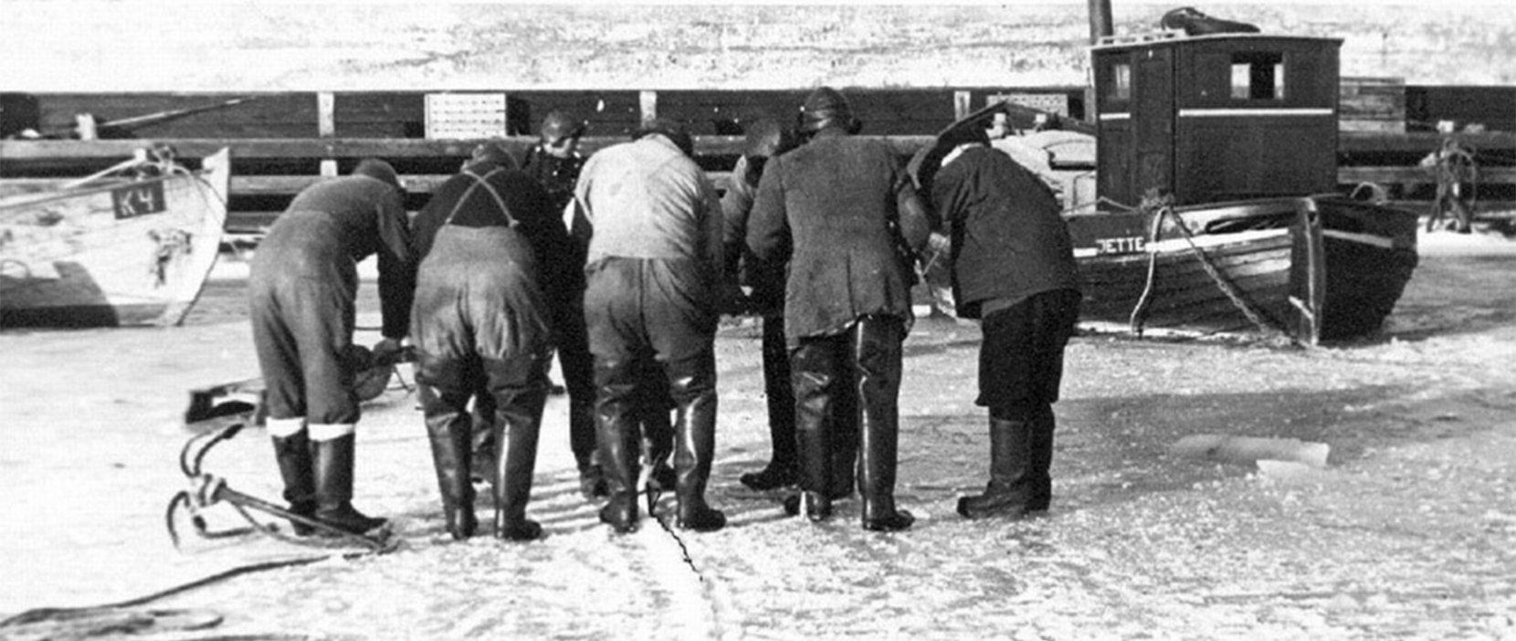 Issaven i brug med otte fiskere på isen